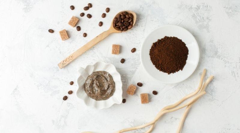 Mascarilla de café casera para eliminar el acné